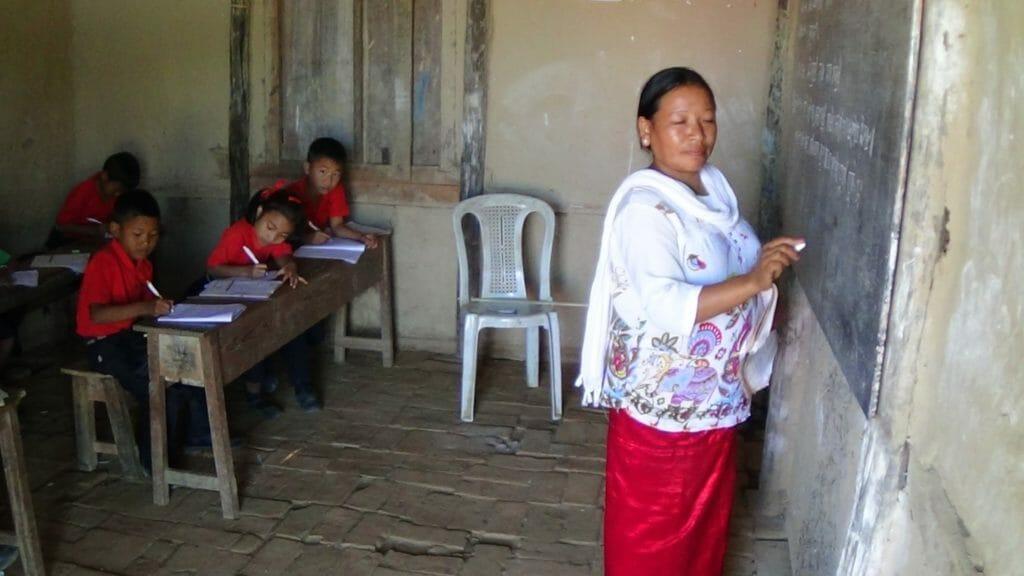 Výuka ve škole postavené díky Nadačnímu fondu Modrá rybka. Škola stojí v indickém státě Manípur, kde navazuje na sedmdesátiletou charitativní tradici českého misionáře Jana Meda.